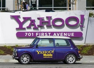 Yahoo Sued for Spurning Microsoft