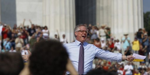 Glenn Beck, Sarah Palin Draw Large Crowd To Lincoln Memorial