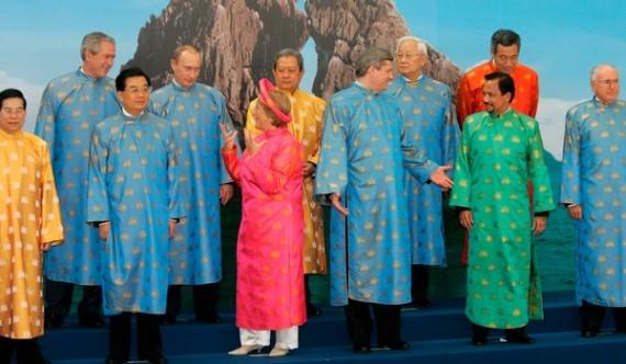 APEC-2006-Vietnam-Gowns