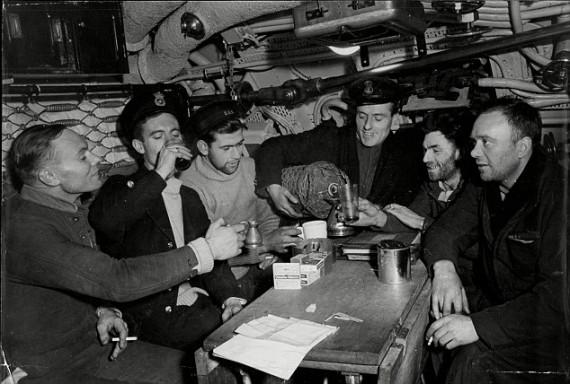 british-sailors-toasting