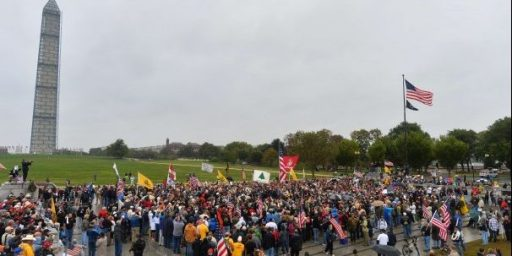 Monument Shutdowns Bring Protesters To National Mall