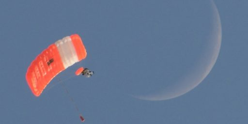 Google Executive Alan Eustace Completes Record Breaking Skydive From 135,890 Feet
