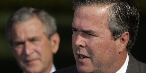 US President George W. Bush (L) looks on