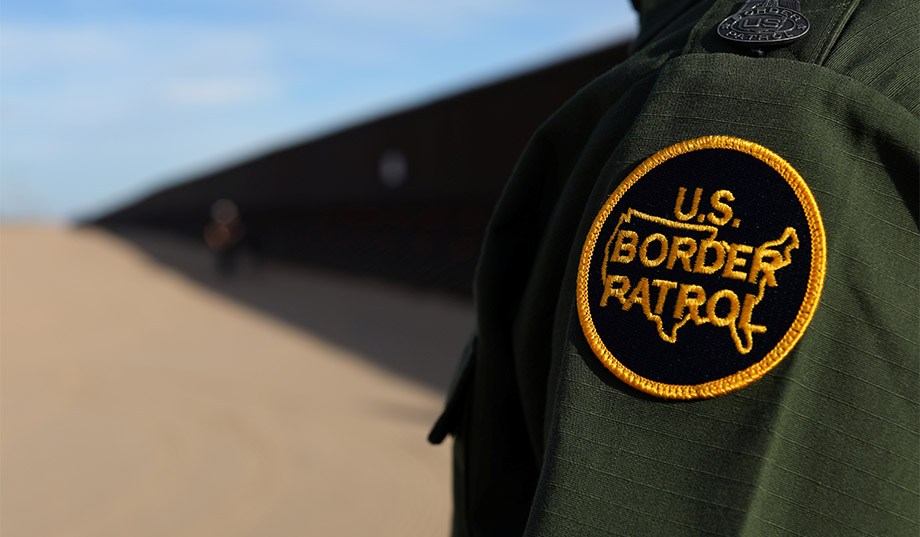 Border Patrol Agent Stops US Citizens for Not Speaking English