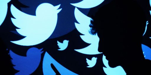 Farhad Manjoo Totally Unplugged from Twitter if You Don't Count the Constant Tweeting
