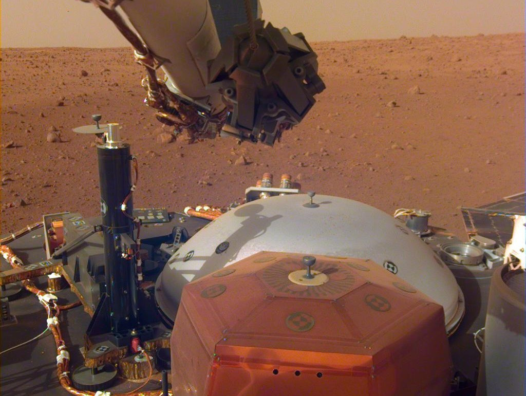 First sounds recorded on surface of Mars by Nasa Insight probe