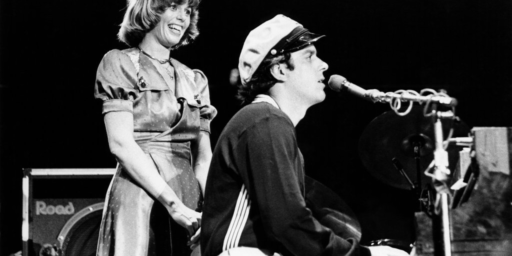 "Daryl Dragon, the ""Captain"" in ""Captain & Tennille,"" Dies At 76"