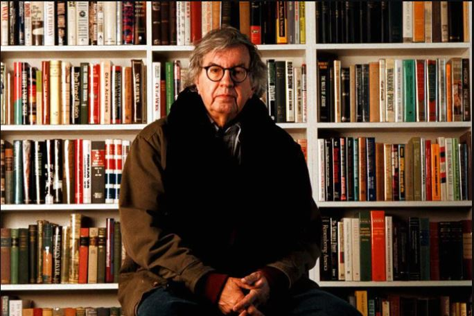 This image has an empty alt attribute; its file name is larry-mcmurtry-jacket-bookshelves.jpg